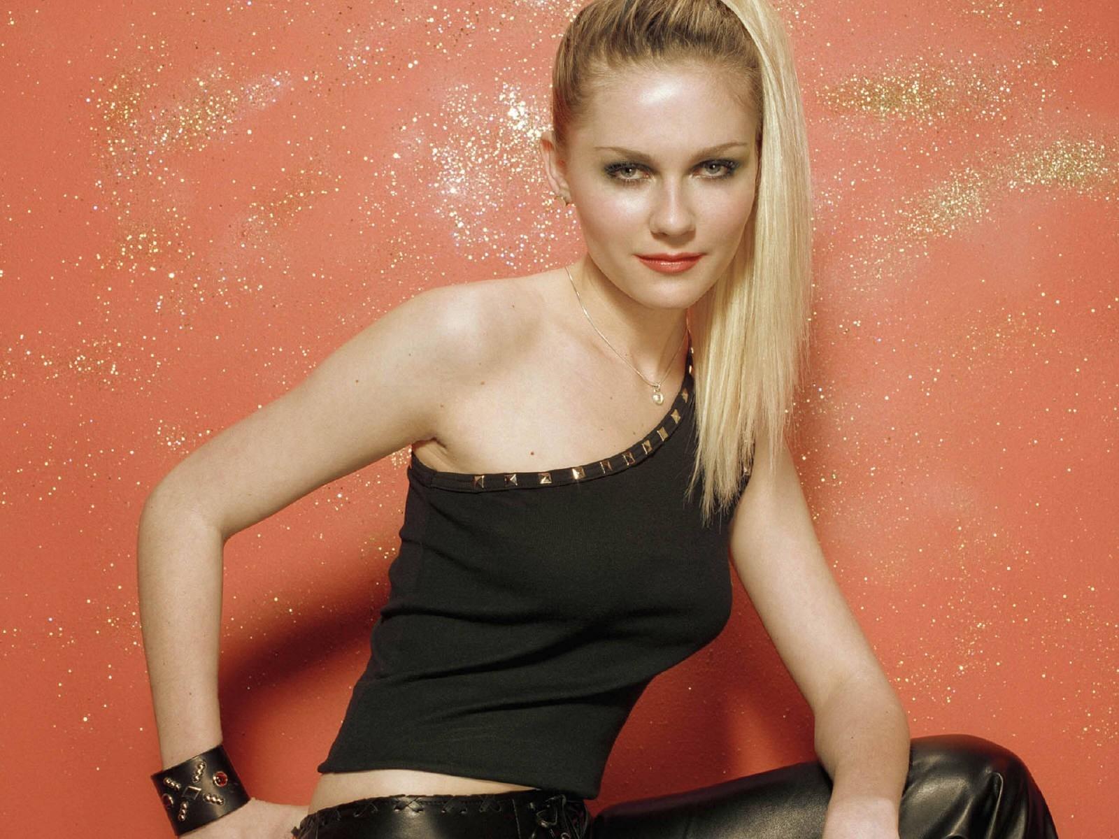 Wallpaper di Kirsten Dunst  - l'attrice è nata il 30 Aprile 1982, a Point Pleasant (USA)