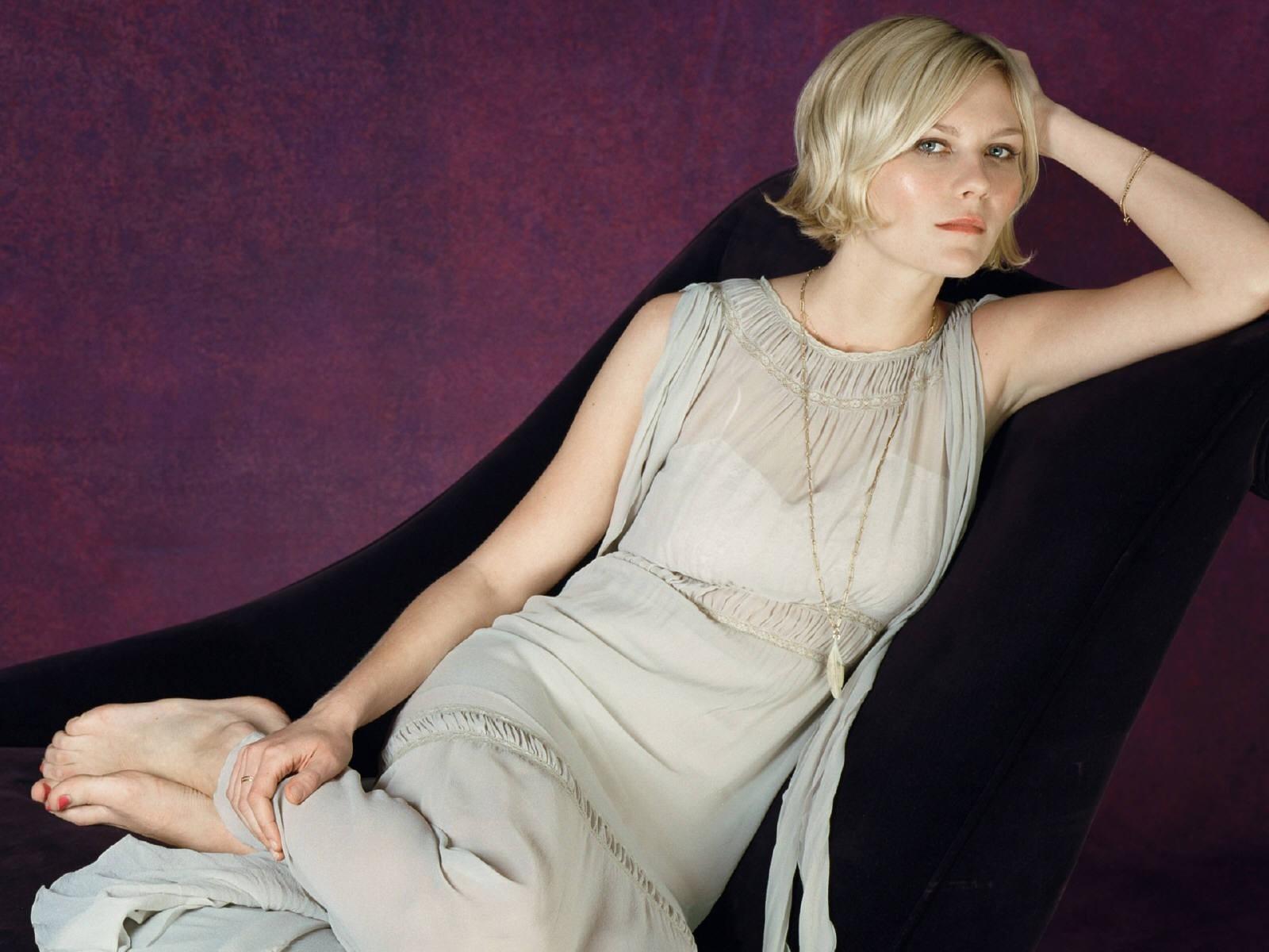Wallpaper di Kirsten Dunst su fondo viola