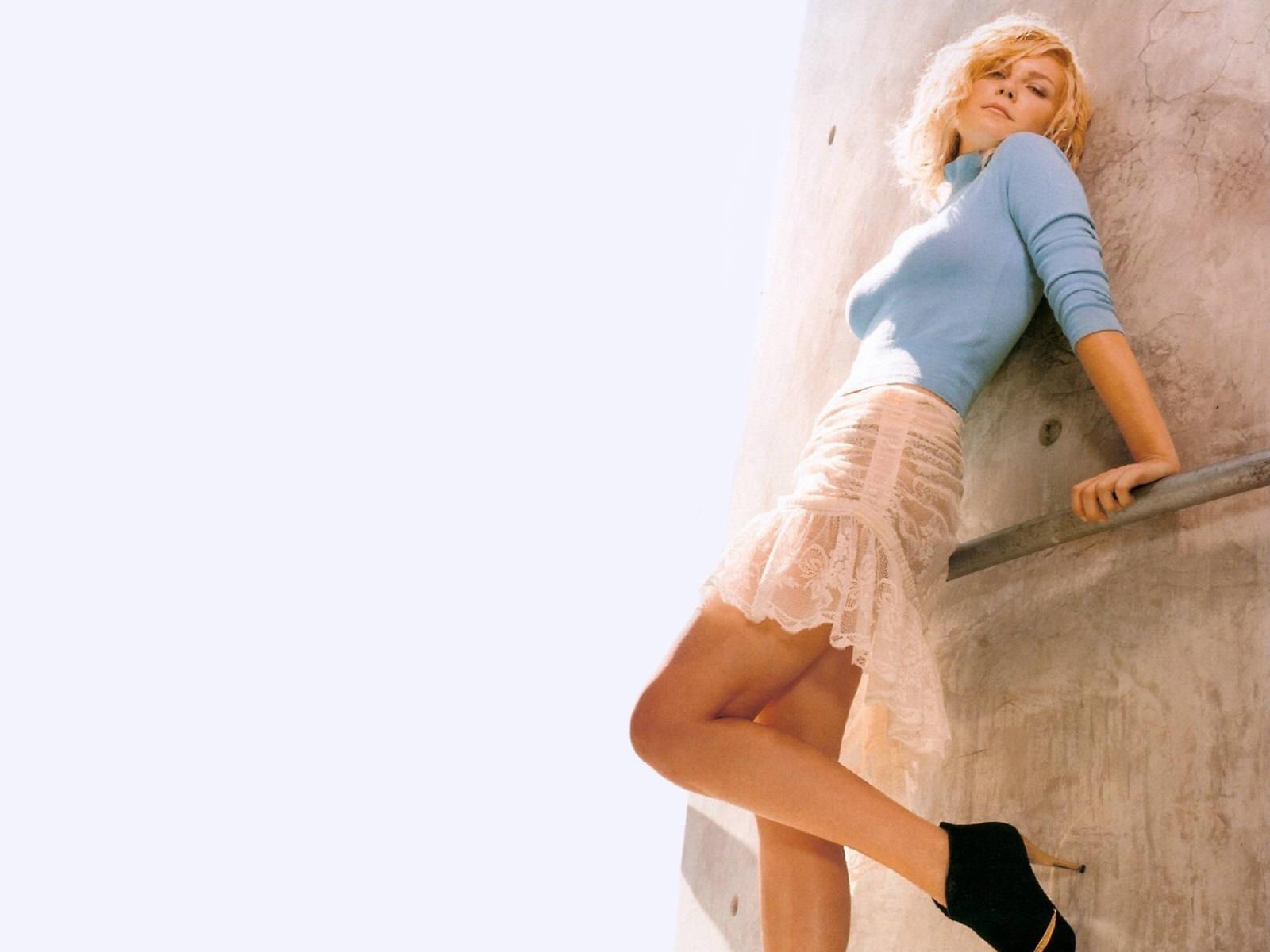 Wallpaper di Kirsten Dunst in posa sexy