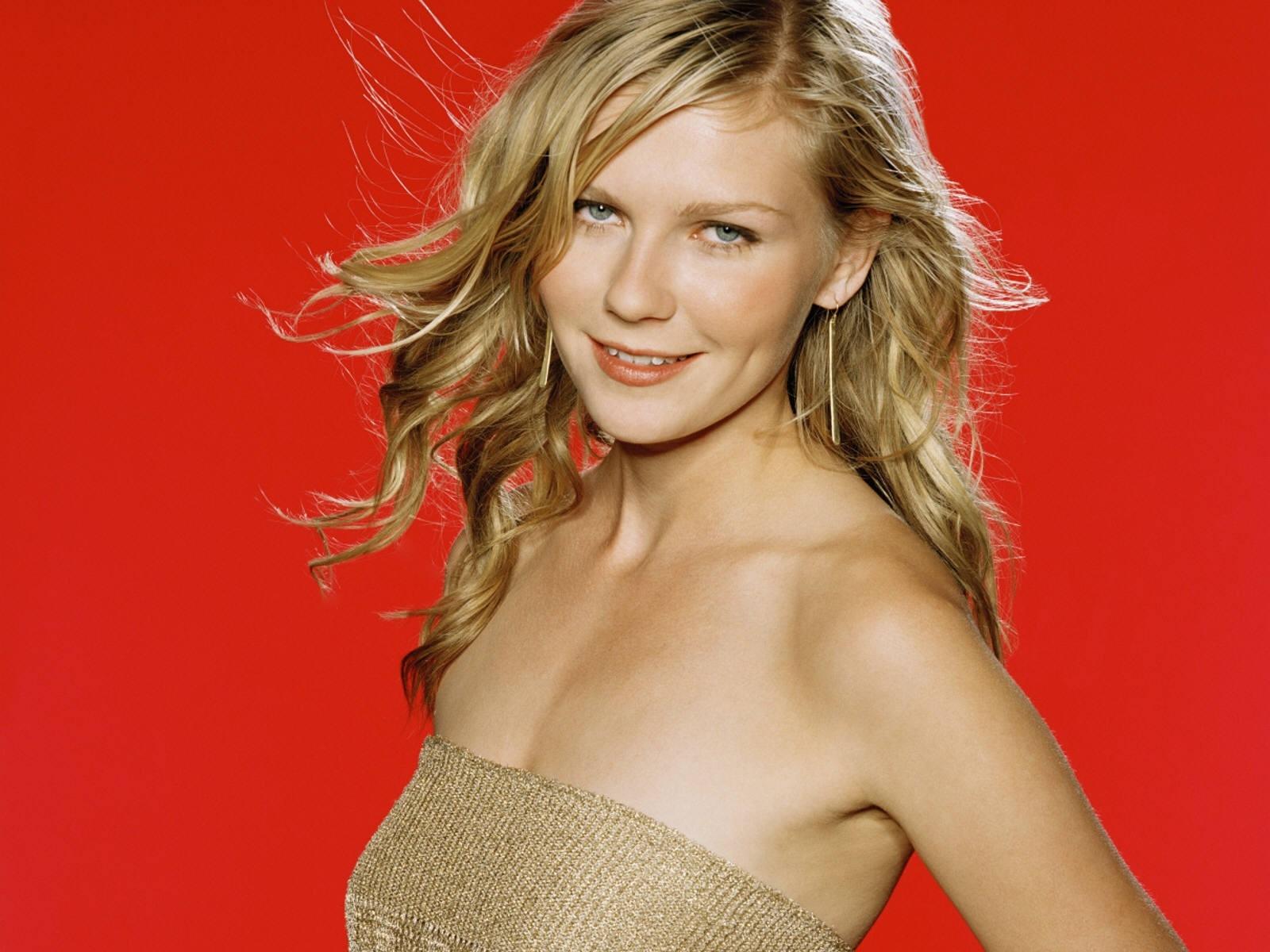 Wallpaper di Kirsten Dunst su uno sfondo rosso