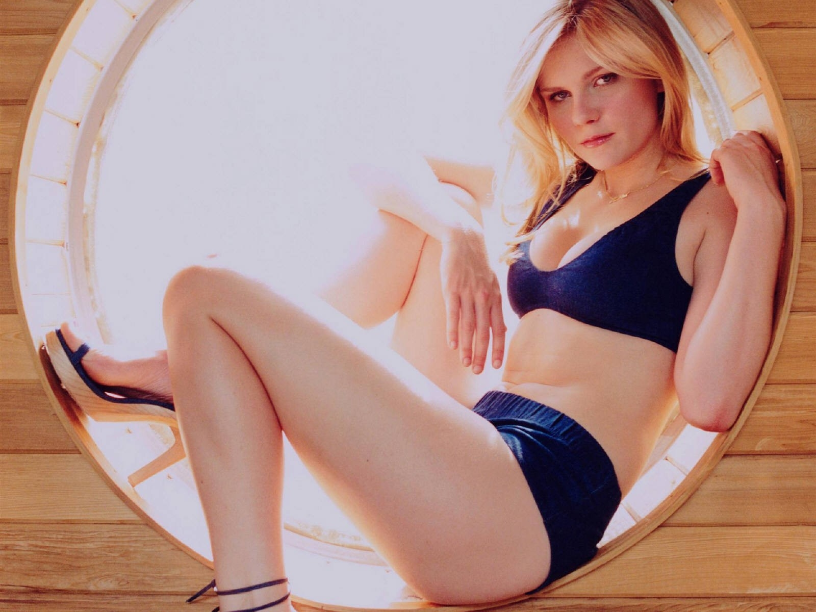 Wallpaper di Kirsten Dunst in bikini