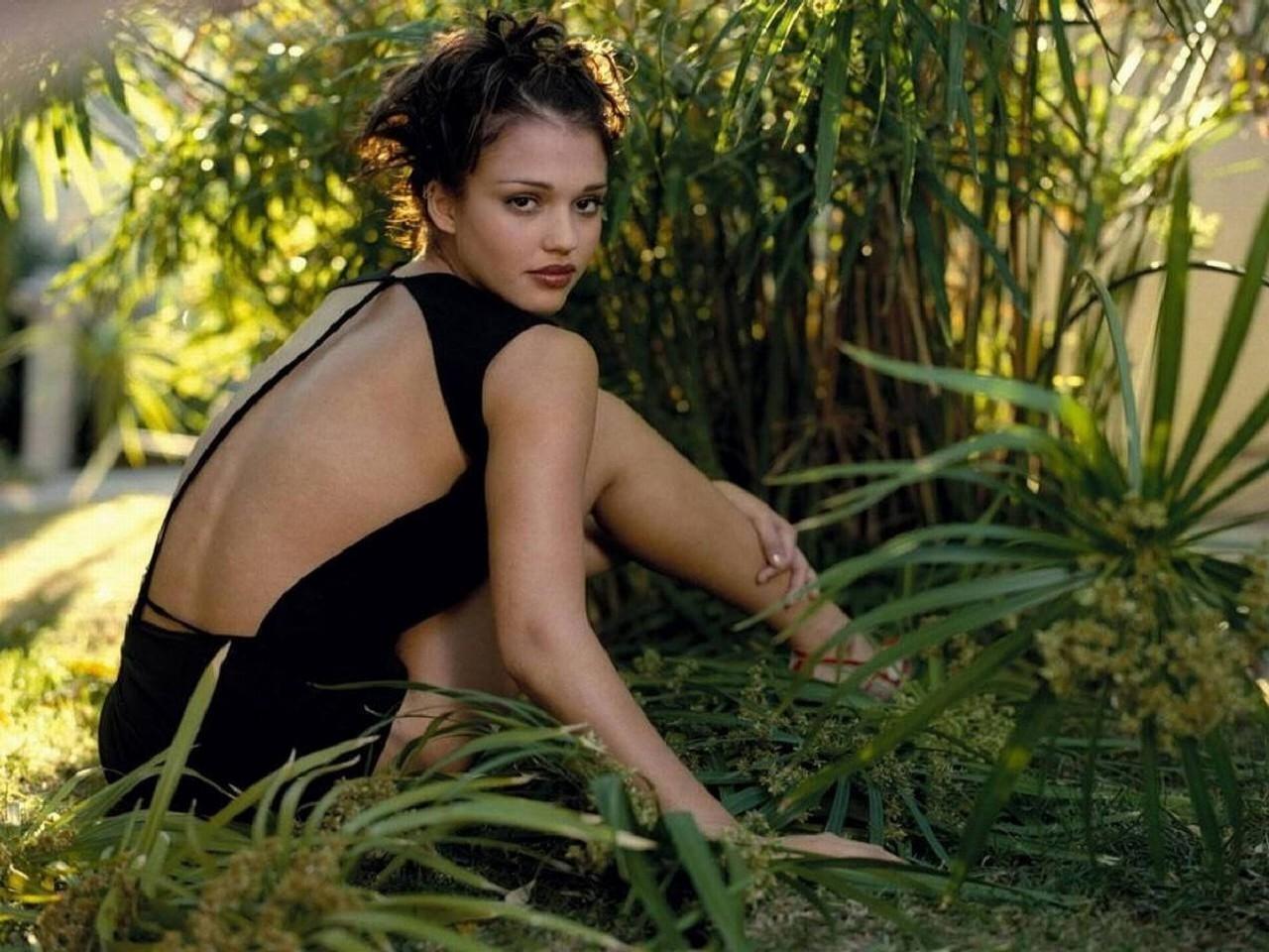 Wallpaper di Jessica Alba - la bella attrice americana è di origini messicane ed europee