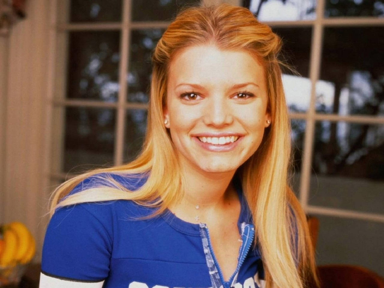 Wallpaper di Jessica Simpson in t-shirt blu
