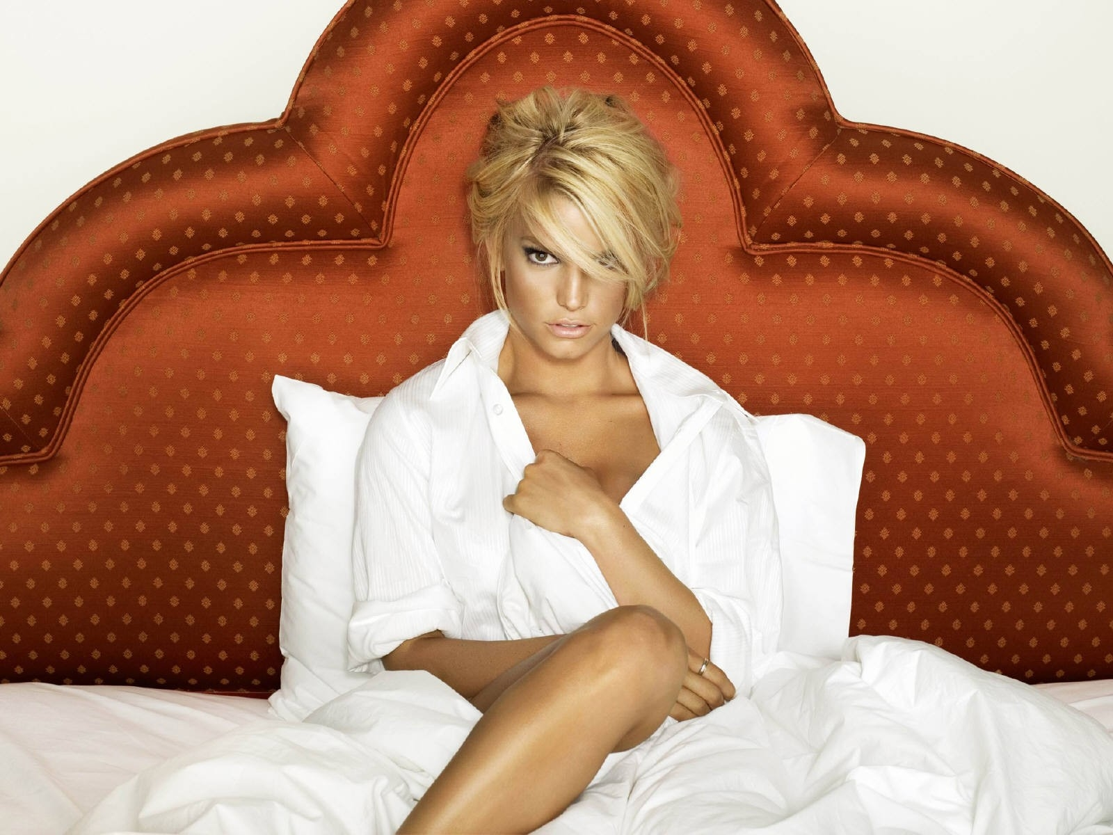 Wallpaper - a letto con Jessica Simpson