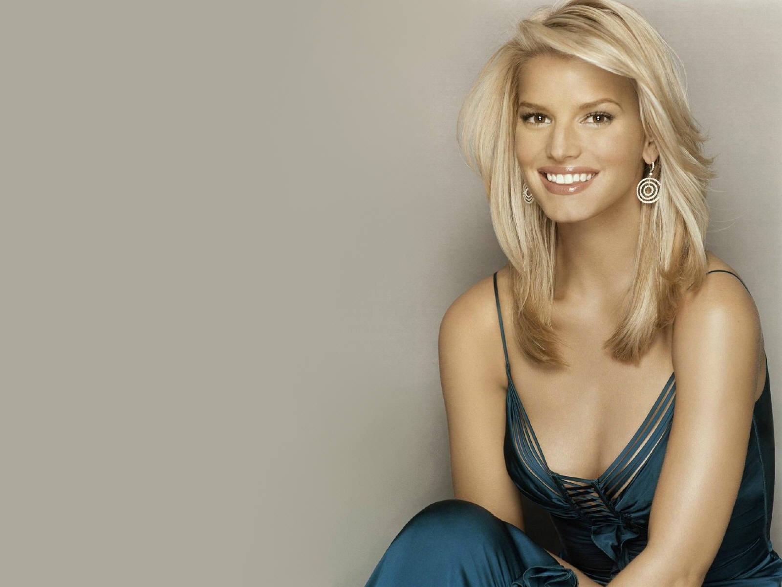 Wallpaper di Jessica Simpson in abito blu scuro