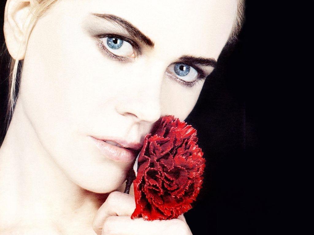 Wallpaper di Nicole Kidman con una rosa rossa