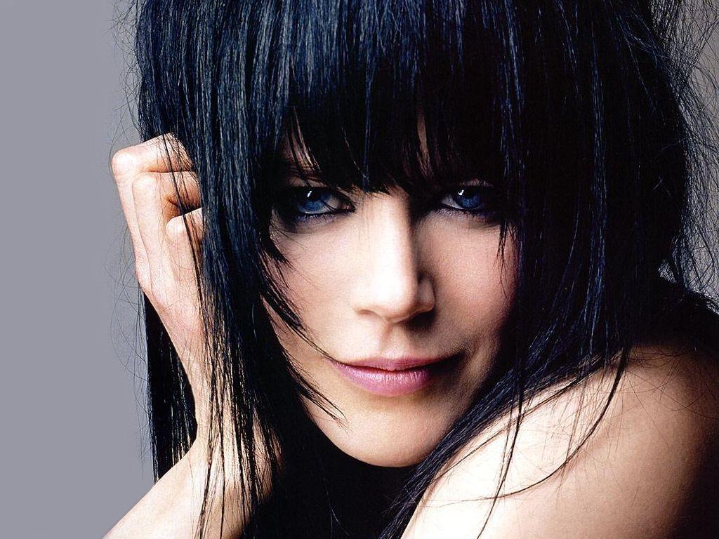 Wallpaper di Nicole Kidman con i capelli nerissimi