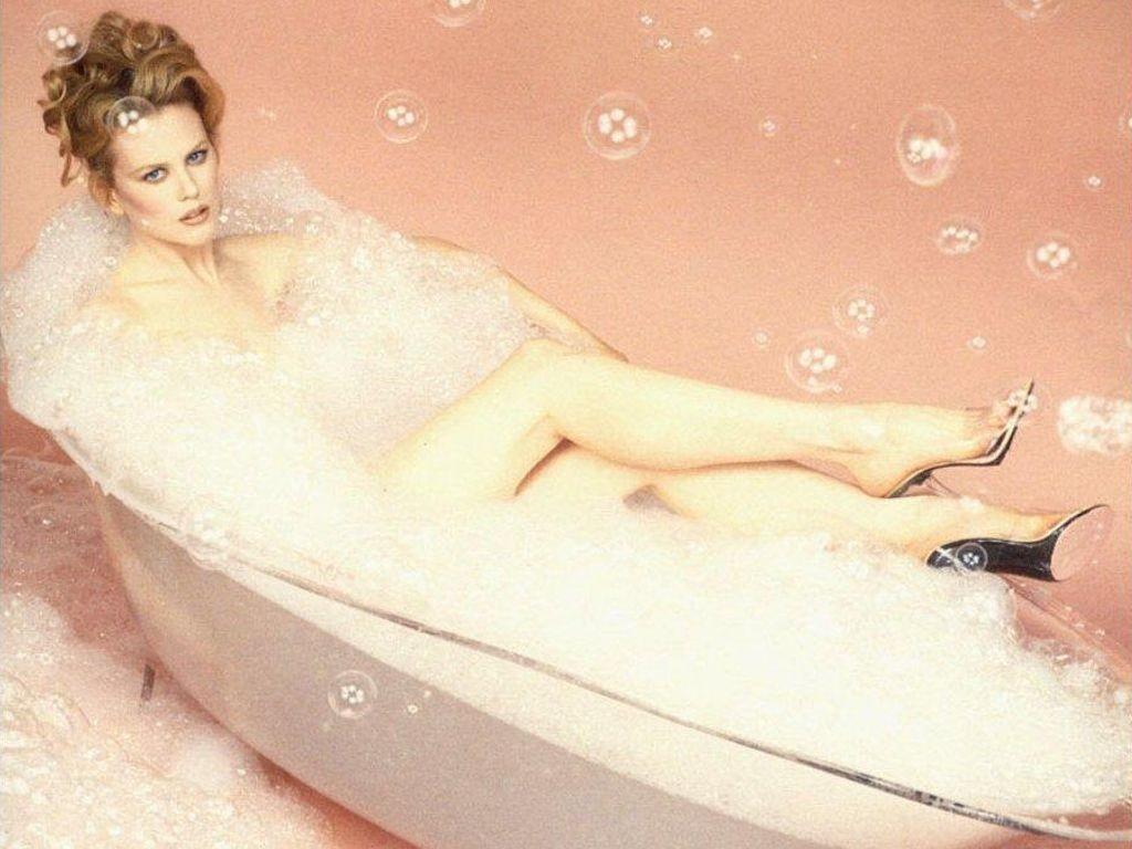 Wallpaper - in vasca con Nicole Kidman