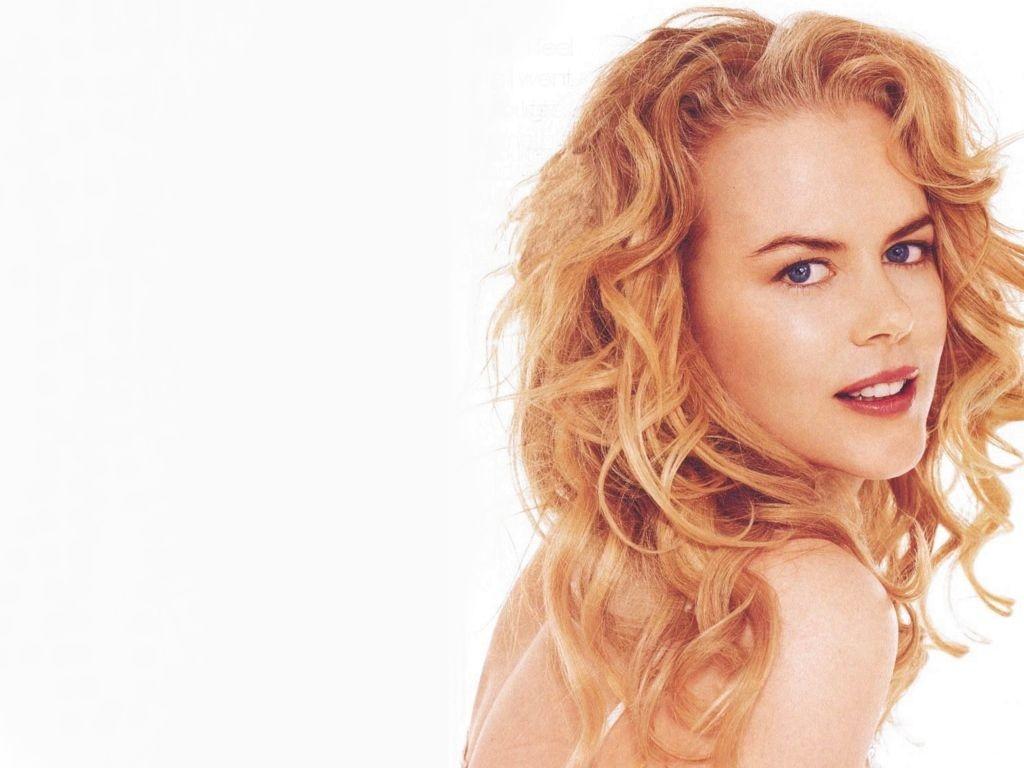 Wallpaper dell'attrice Nicole Kidman su sfondo bianco