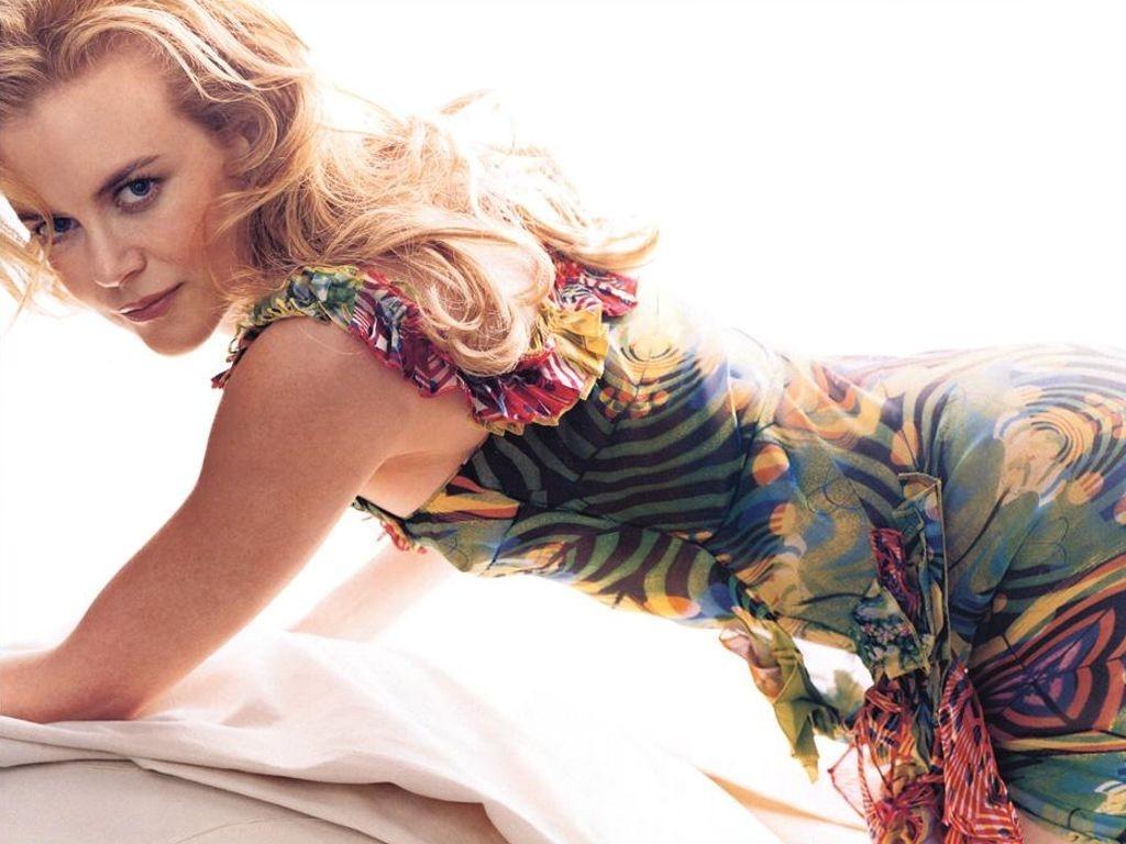 Wallpaper di una splendida Nicole Kidman su sfondo bianco