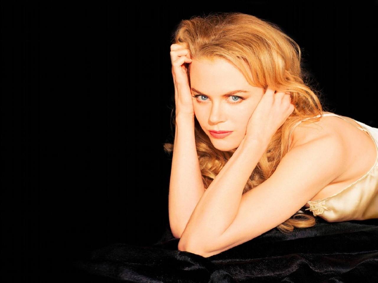 Wallpaper di Nicole Kidman su un fondo nero