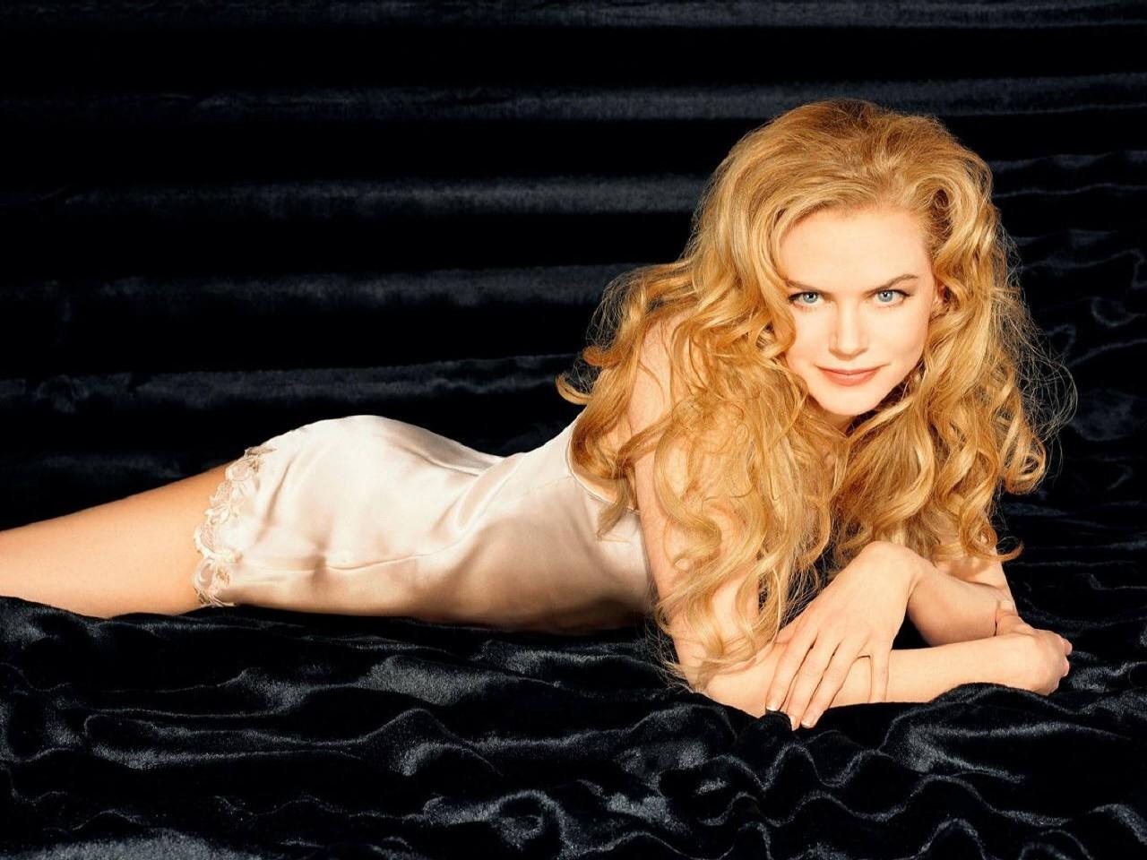 Wallpaper di Nicole Kidman su sfondo nero