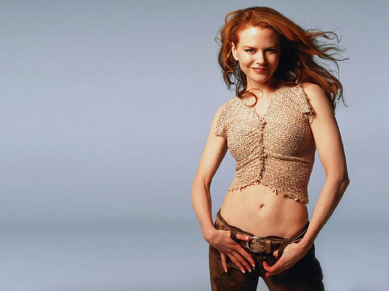 Wallpaper di Nicole Kidman su fondo grigio polvere