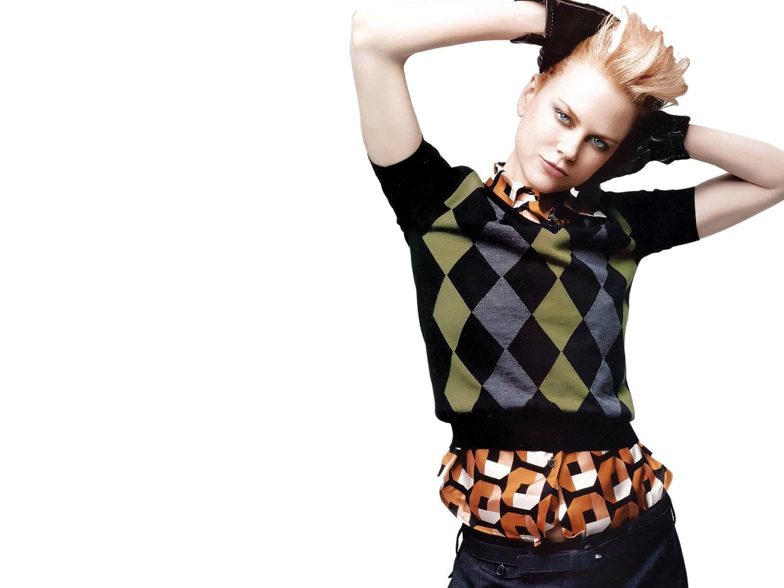 Wallpaper di Nicole Kidman in versione fashion per Vogue