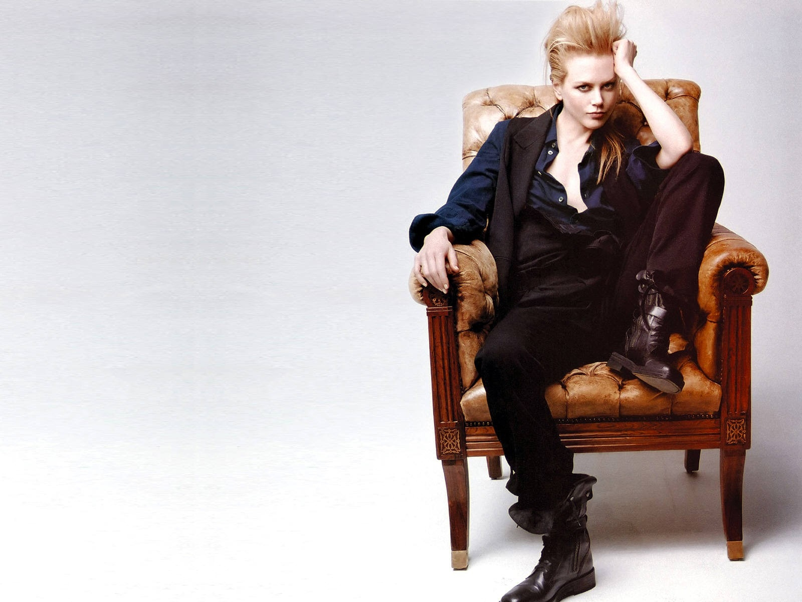 Wallpaper di Nicole Kidman in versione androgino-fashion