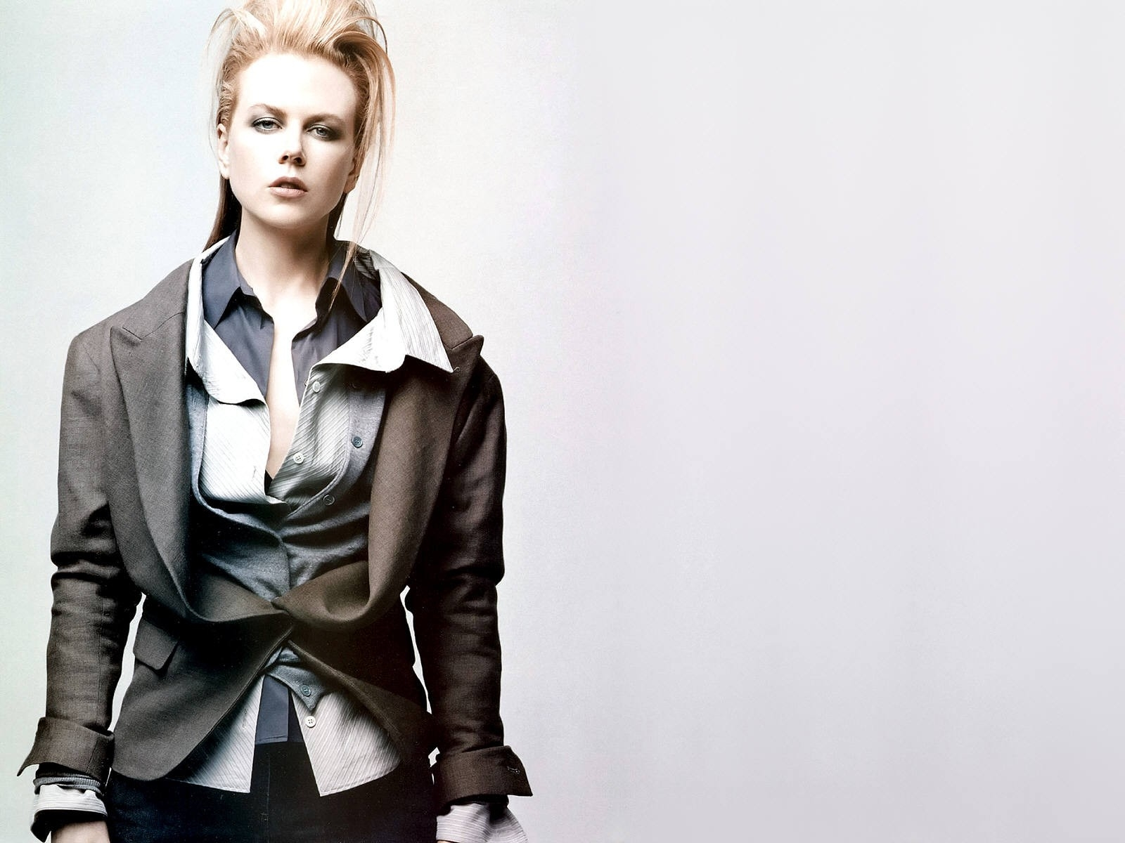 Wallpaper di Nicole Kidman in versione androgino-fashion per Vogue