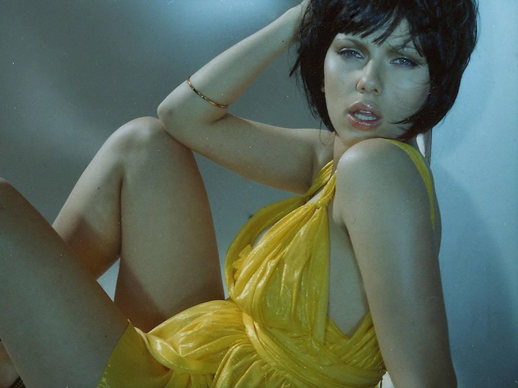 Wallpaper di Scarlett Johansson in versione corvina