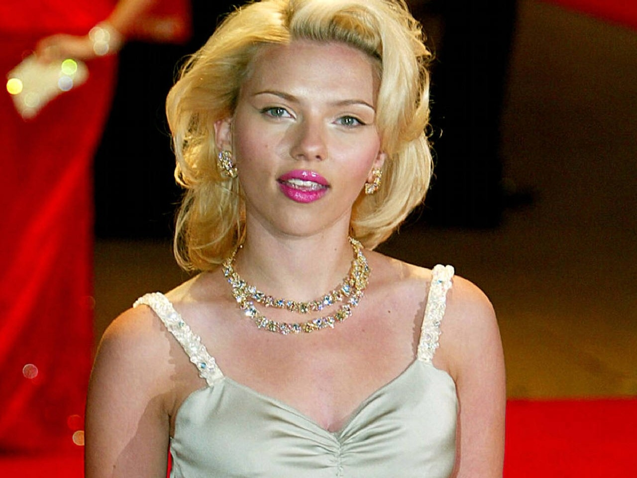 Wallpaper di Scarlett Johansson sul red carpet
