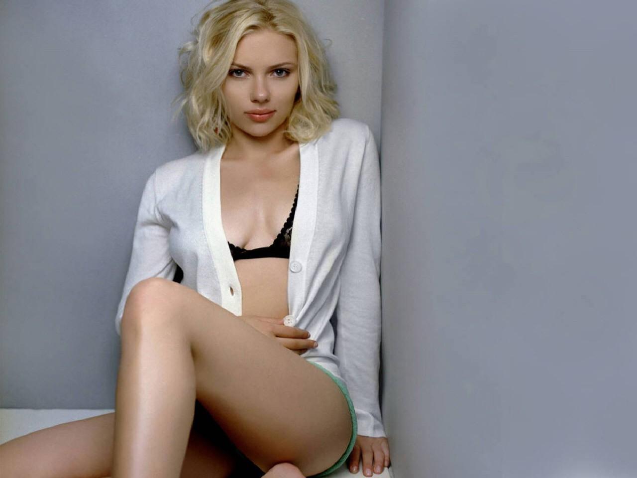 Wallpaper di Scarlett Johansson - l'attrice è nata il 22 novembre del 1984