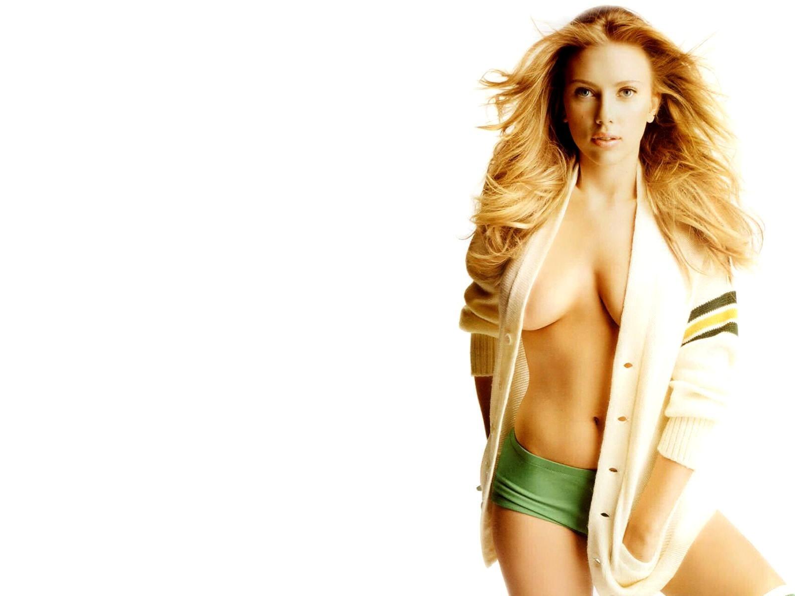 Wallpaper di Scarlett Johansson a seno nudo