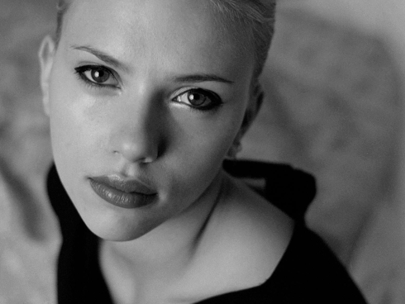 Wallpaper di Scarlett Johansson in bianco e nero