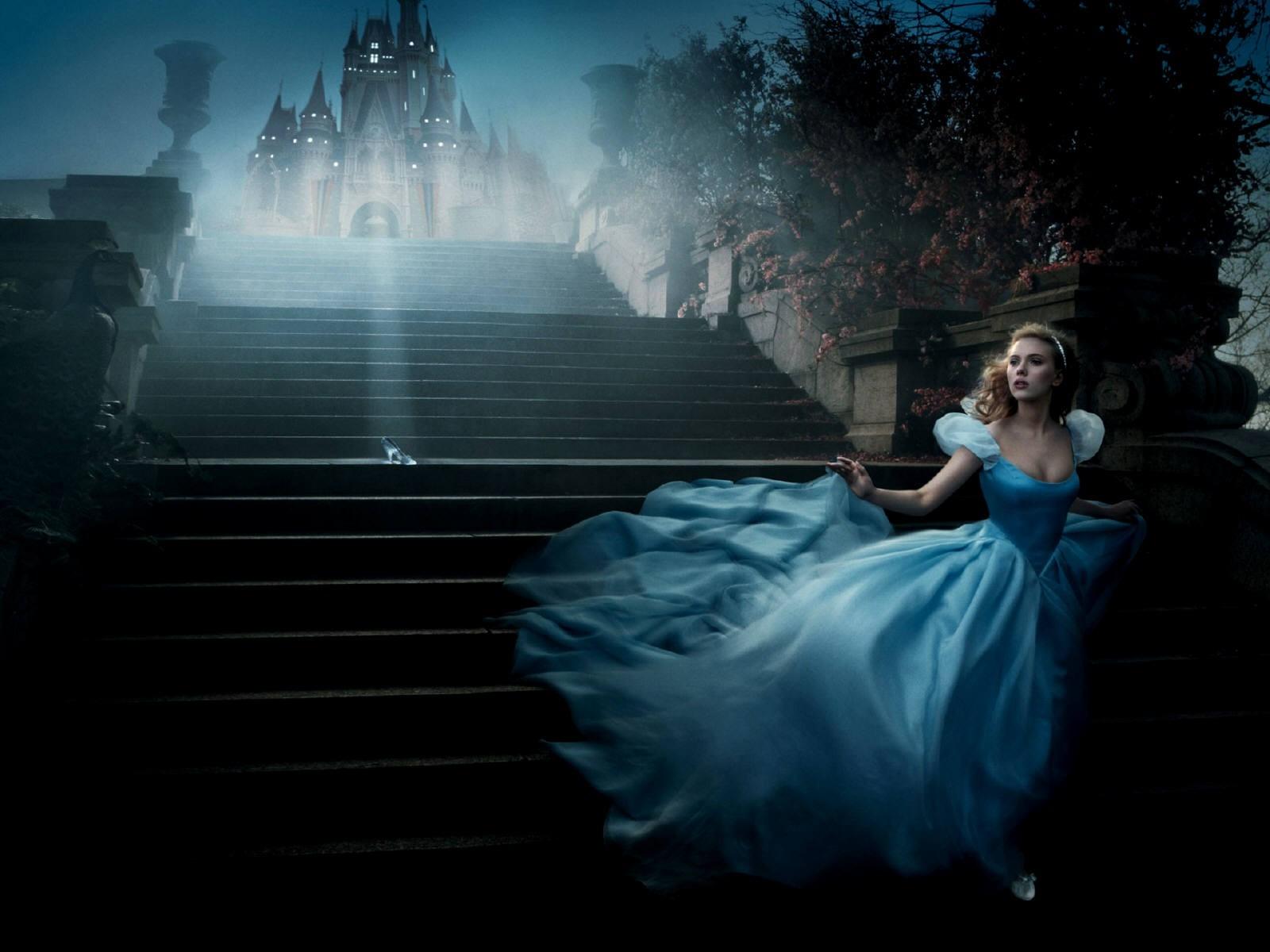 Wallpaper: un'elegante Scarlett Johansson