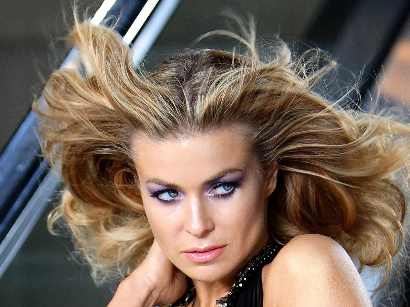 Wallpaper - capelli al vento per Carmen Electra