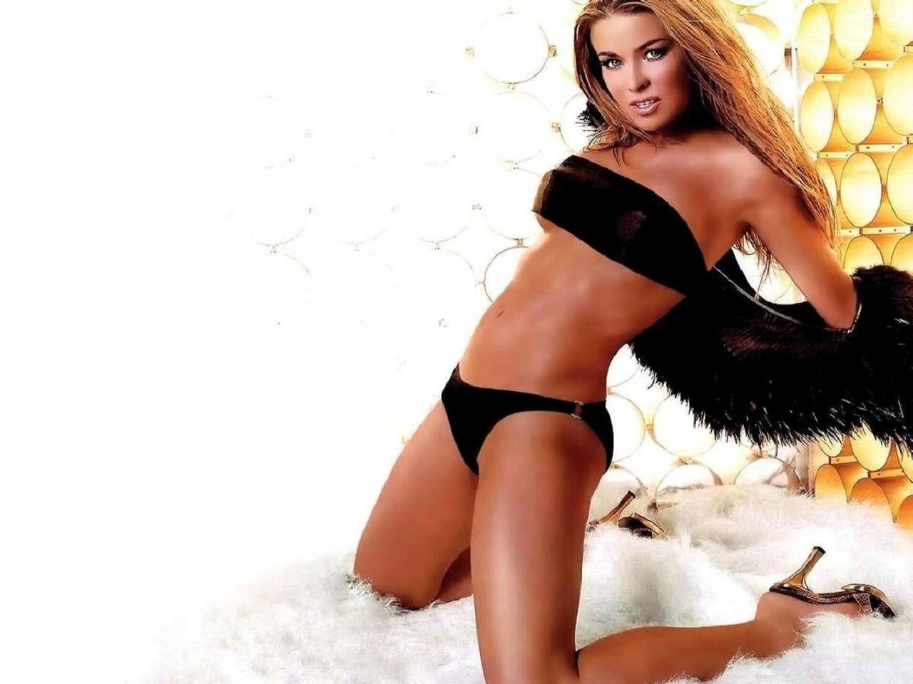 Wallpaper di Carmen Electra in bikini nero