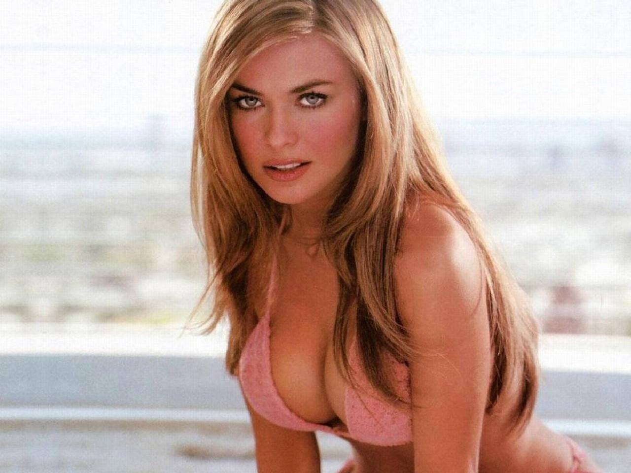 Wallpaper di Carmen Electra in bikini rosa