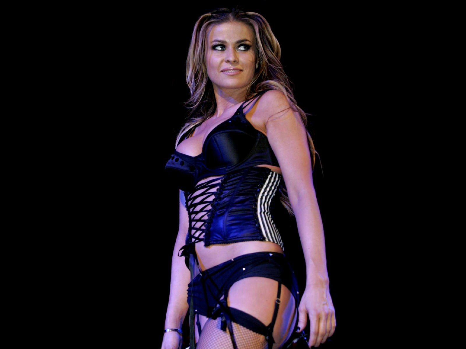 Wallpaper di Carmen Electra in lingerie nera