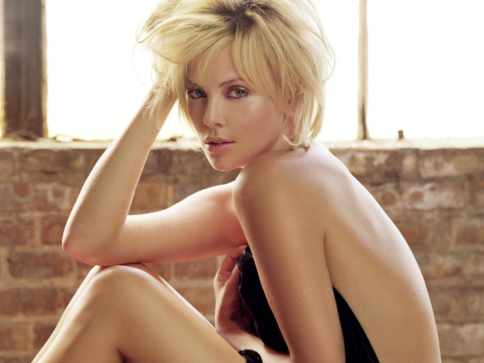 Wallpaper di Charlize Theron, ex-modella e attrice sudafricana