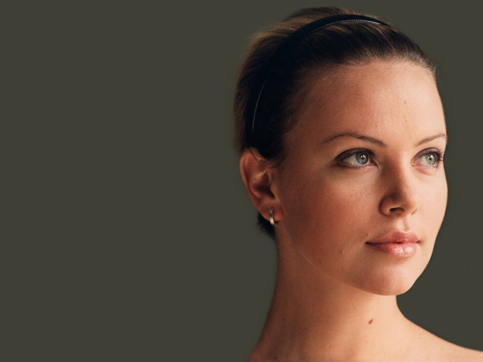 Wallpaper - primo piano di Charlize Theron