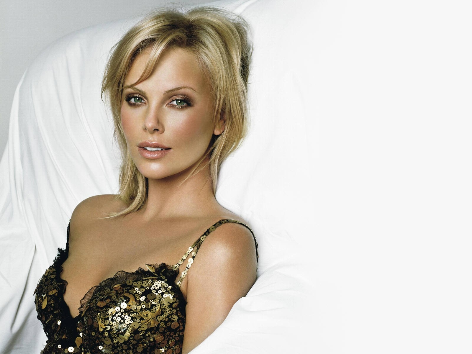 Wallpaper di Charlize Theron in lingerie
