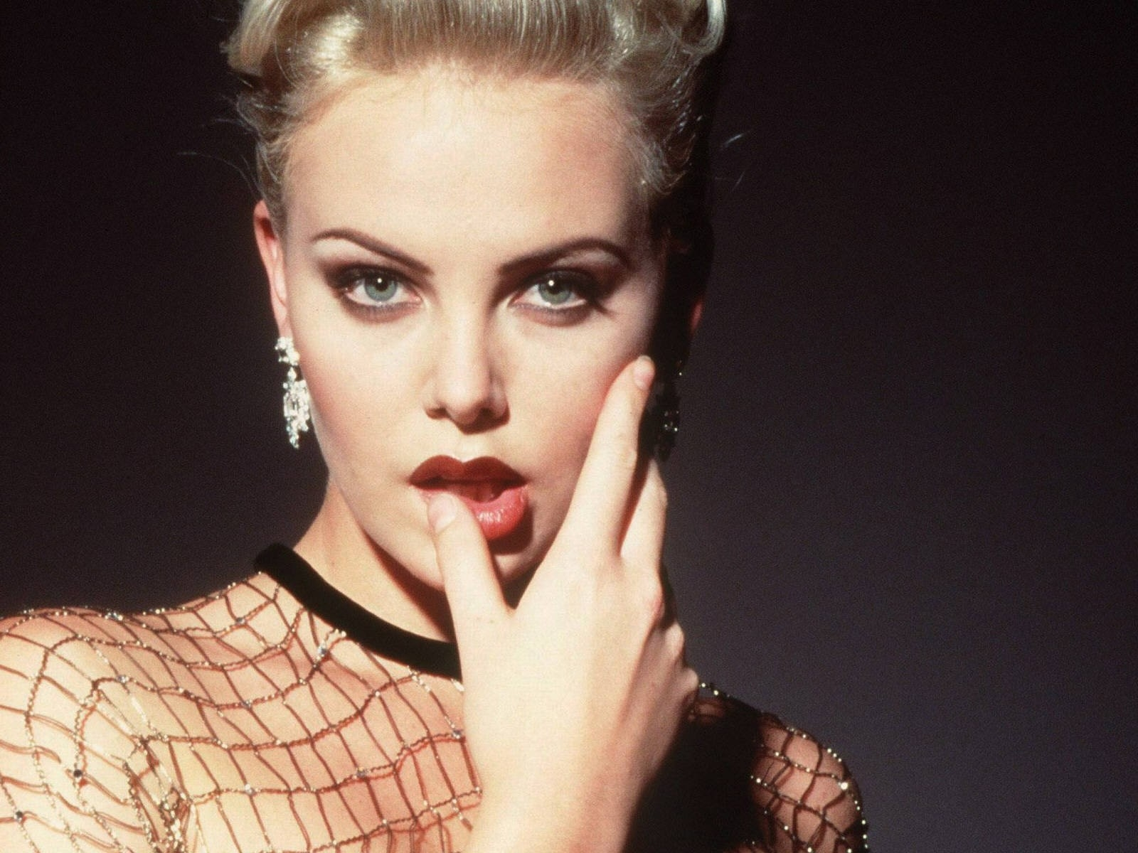 Wallpaper di Charlize Theron in versione sensuale