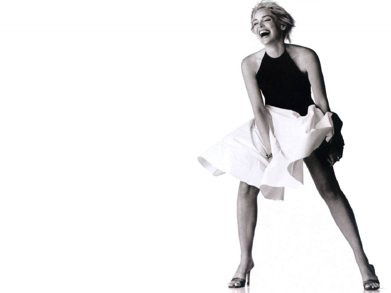 Wallpaper di Sharon Stone, nei panni di un'ironica Marilyn
