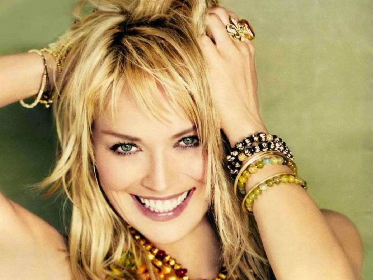 Wallpaper: un sorriso seducente per Sharon Stone
