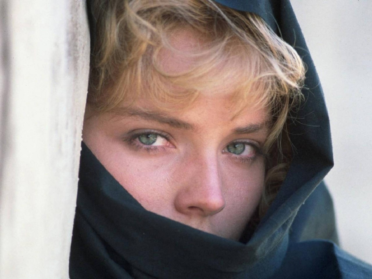 Wallpaper: affascinante e misteriosa Sharon Stone