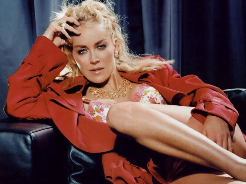 Wallpaper di Sharon Stone, fascinosa signora in rosso del cinema americano
