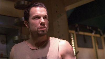 Adam Baldwin in una scena di Firefly, episodio Il sopravvissuto