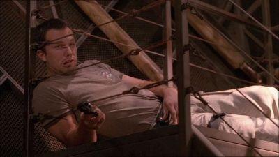 Adam Baldwin in una scena di Firefly, episodio L'affare del treno