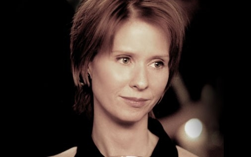 Cynthia Nixon in una scena di Sex and the City, episodio Il tormento e... l'ex-tasy