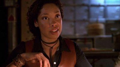 Gina Torres in una scena di Serenity, episodio della serie Firefly