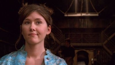 Jewel Staite in una scena del serial Firefly, episodio Serenity