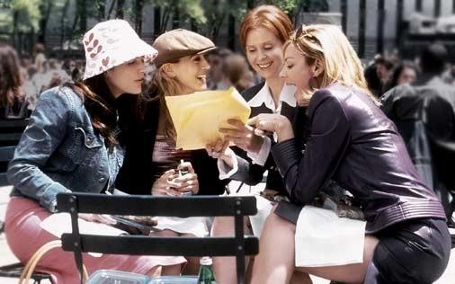 Kristin Davis, Cynthia Nixon, Sarah Jessica Parker e Kim Cattrall in una scena di Sex and the City, episodio Computer, orgasmi e funerali