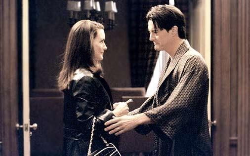 Kristin Davis e Kyle MacLachlan in una scena di Sex and the City, episodio Il tormento e... l'ex-tasy