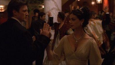 Morena Baccarin e Nathan Fillion in una scena di Firefly, episodio Bon-ton pericoloso