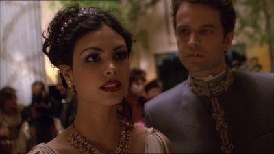 Morena Baccarin in una scena di Firefly, episodio dal titolo Bon-ton pericoloso