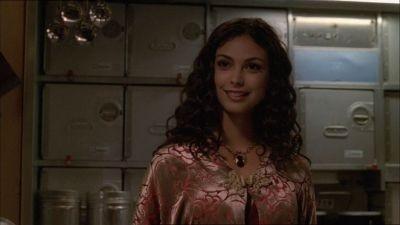 Morena Baccarin in una scena di Firefly, episodio L'affare del treno