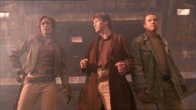 Nathan Fillion, Adam Baldwin e Gina Torres  in una scena di Firefly, episodio L'affare del treno