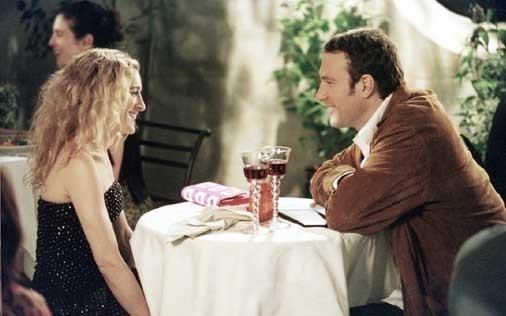 Sarah Jessica Parker e John Corbett in una scena di Sex and the City, episodio Basta dire sì